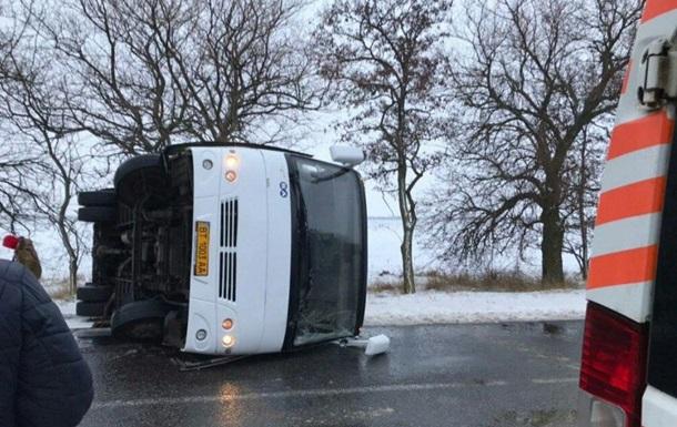 Під Миколаєвом перекинувся автобус з пасажирами
