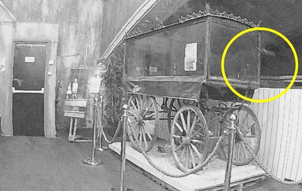 В Англии привидение напугало работников музея