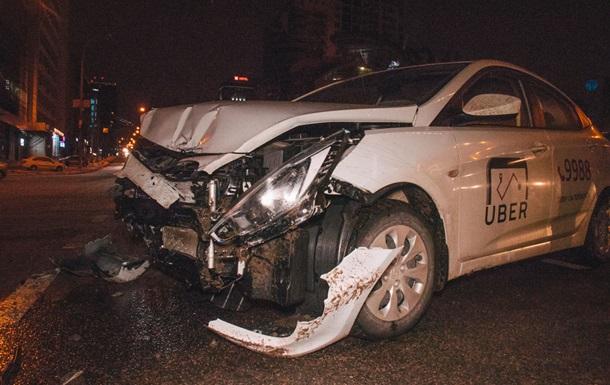 У Києві сталася аварія за участю таксі