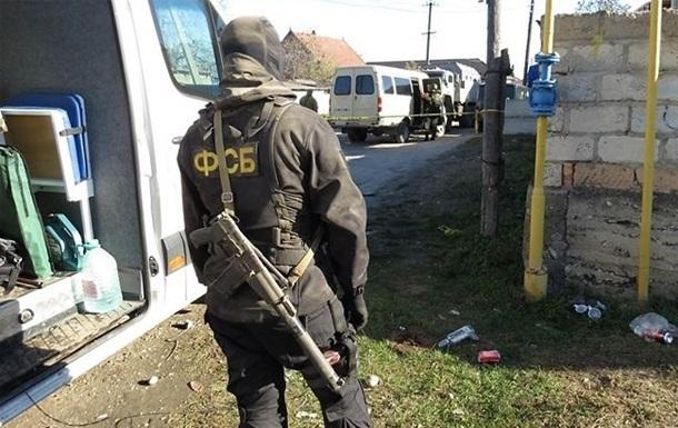 У Криму силовики обшукали будинки трьох кримських татар