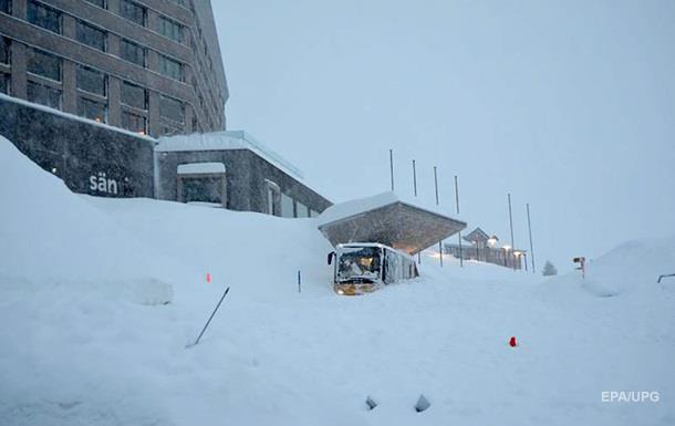 У Швейцарії лавина накрила готель