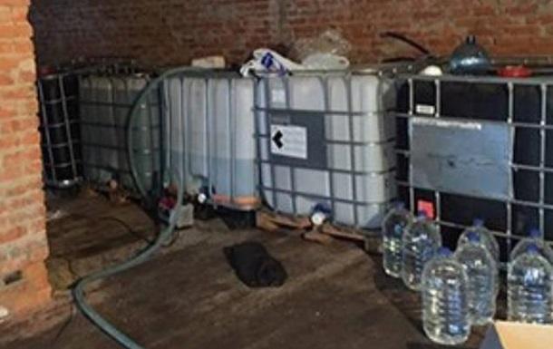 У Конотопі знайшли цех з виробництва алкоголю з омивача скла