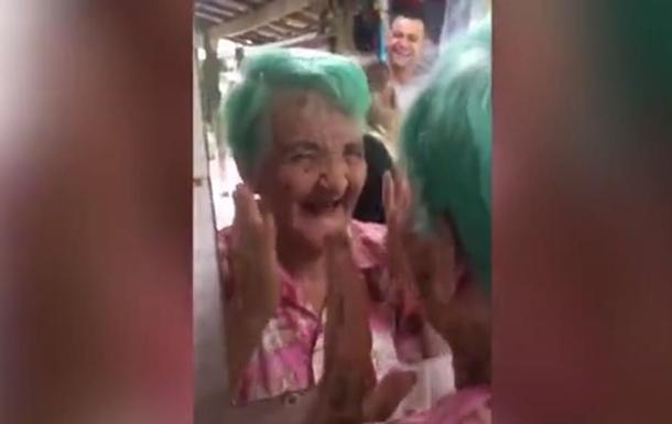 Старушка покрасила волосы и стала звездой Сети