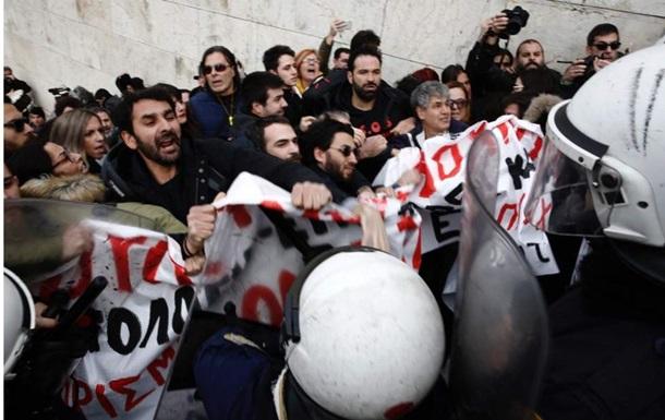 В Афінах поліція застосувала сльозогінний газ проти вчителів на протесті