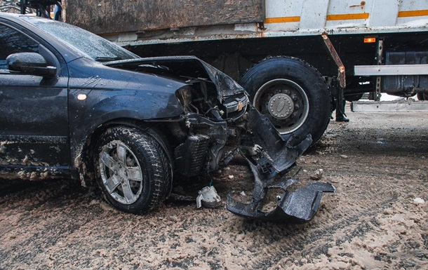 У Дніпрі сталася аварія за участю снігоприбиральної машини
