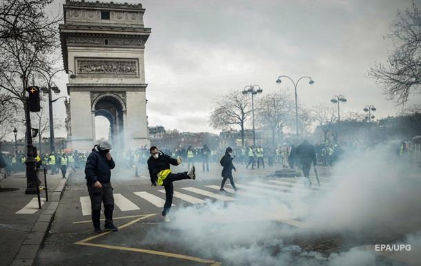 У Франції відновилися протести: 30 затриманих