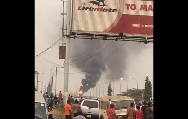 В Нигерии взорвался бензовоз: более 20 погибших