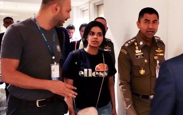 Біженка із Саудівської Аравії прибула в Канаду