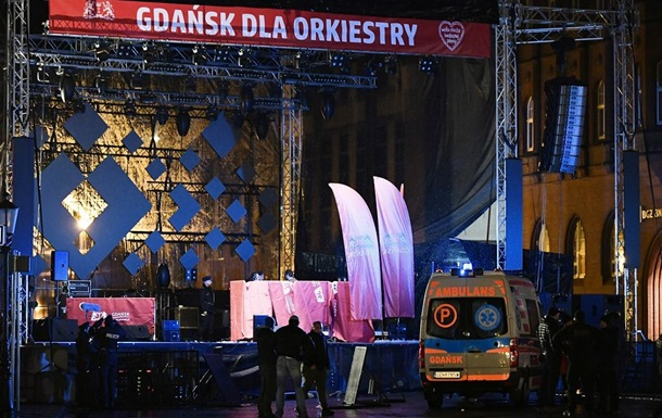 Мера Гданська вдарили ножем на сцені