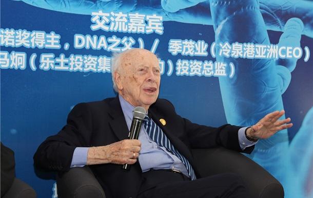 Нобелівського лауреата і першовідкривача ДНК позбавили звань за расизм