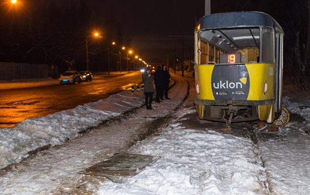 В Днепре трамвай сошел с рельсов, есть пострадавшие