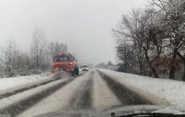 На Закарпатті транспортний колапс через снігопад - ЗМІ
