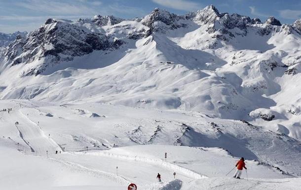 Популярні курорти Австрії заблоковані через снігопад