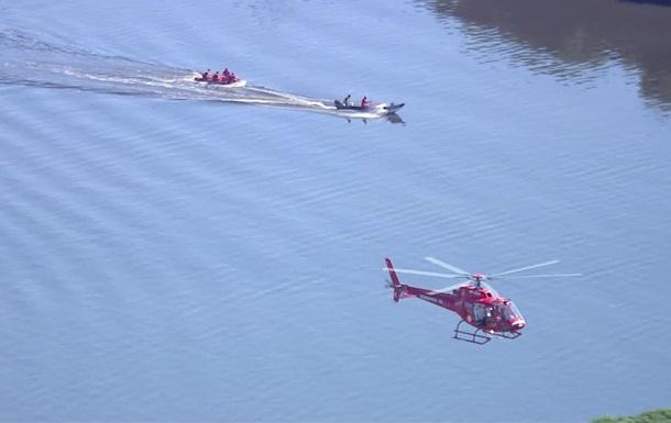 В Бразилии военный вертолет упал в бухту