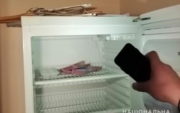 Чиновник судебной администрации прятал взятку в холодильнике