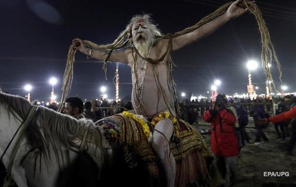В Индии проходит зрелищный религиозный фестиваль