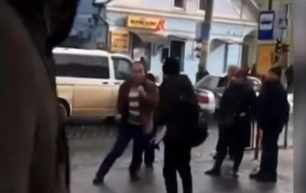 В Черновцах водитель автобуса подрался с пассажиром