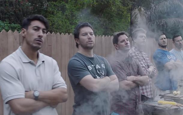 У мережі жорстко критикують нову рекламу Gillette