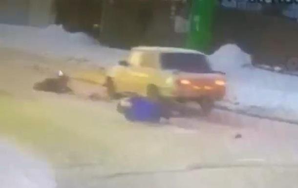 Під Києвом водій ВАЗ збив на переході жінку з дитиною