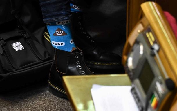 Депутат Лещенко одягнув у Раду шкарпетки з  какашками