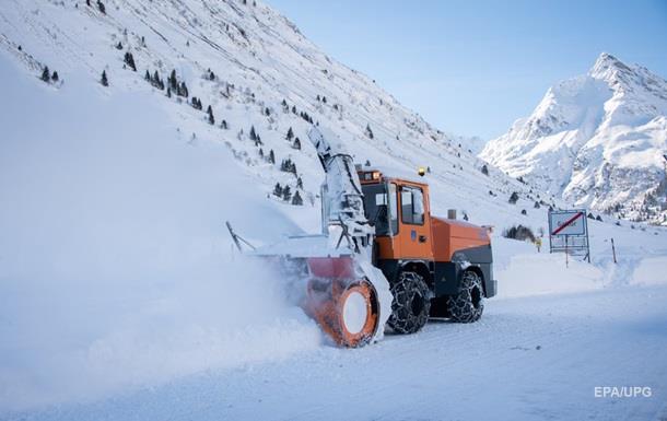 В горах Австрии до семи метров снега, засыпаны отели