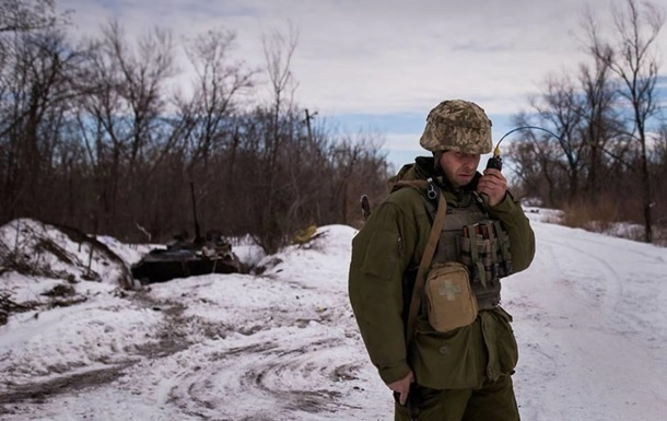 На Донбасі за день два обстріли, поранений боєць