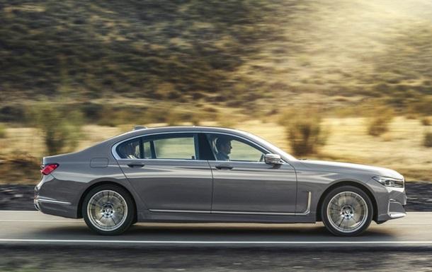 Дебютировал обновленный седан BMW 7 серии