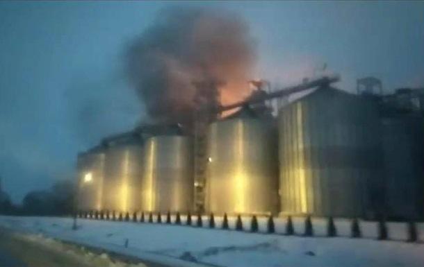 Под Львовом загорелся завод по производству подсолнечного масла