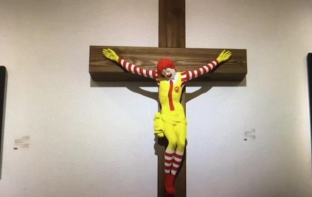 ВИзраиле экспонат музея ввиде распятого клоуна McJesus вызвал массовые беспорядки