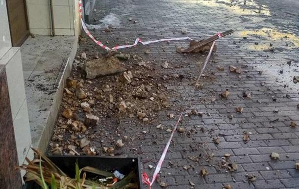 Во Львове обрушился балкон, пострадала женщина - соцсети