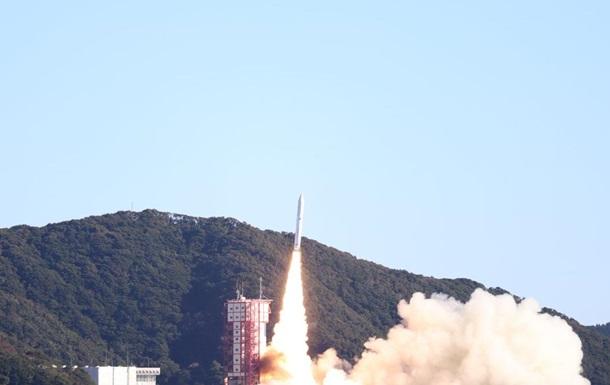 Япония запустила ракету с 13 спутниками
