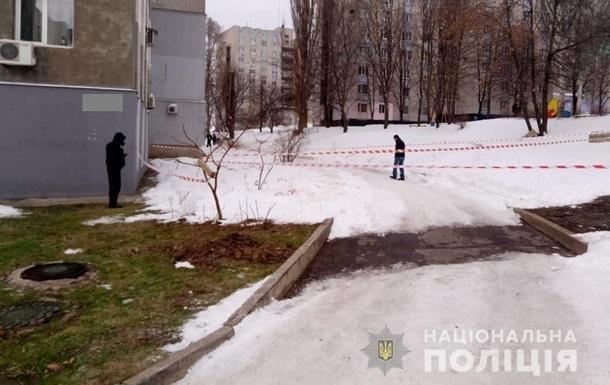 З явилося відео перших хвилин після нападу на поліцейського в Харкові