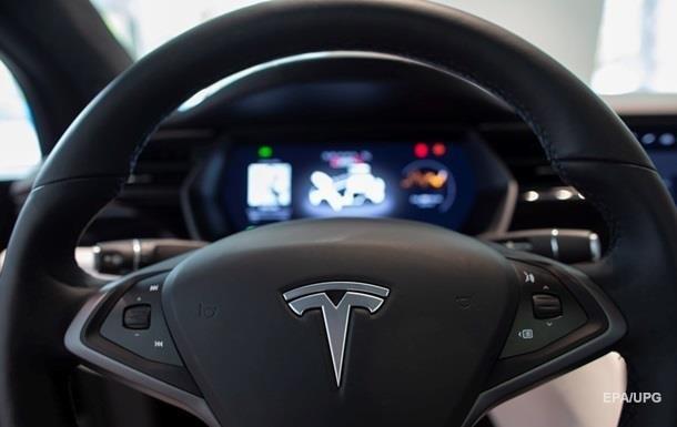 Tesla відкликала понад 14 тисяч авто через подушки безпеки
