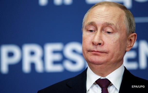 Рейтинг доверия Путину рекордно упал