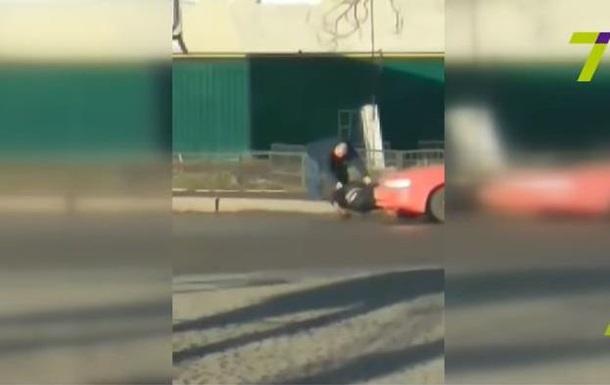 В Одесі водій збив чоловіка, відтягнув його на тротуар і поїхав