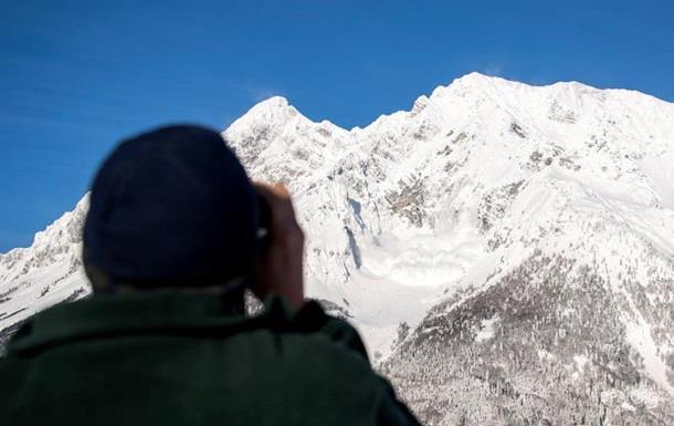 У Швейцарії лавини накрили дві групи лижників, є жертви