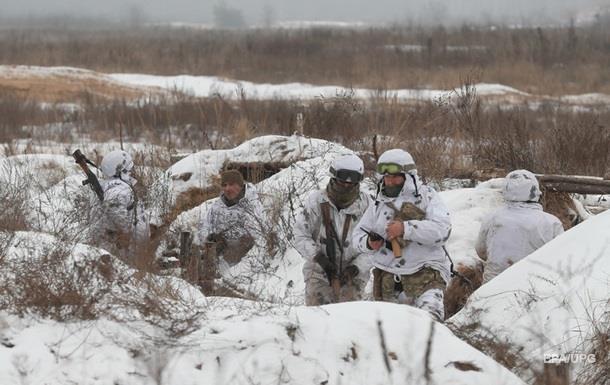 Доба на Донбасі: Вісім обстрілів, поранений військовий