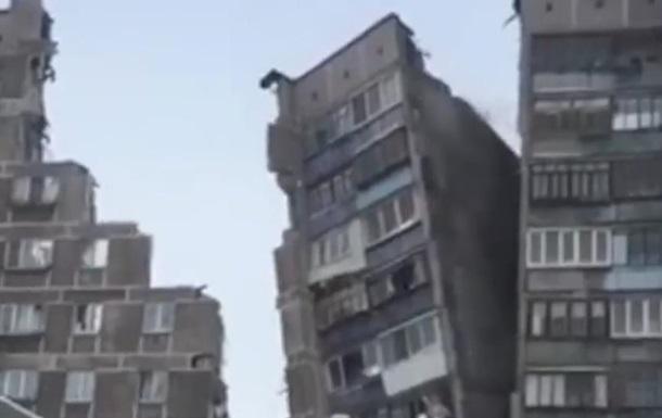 У Магнітогорську звалилася частина під їзду, який постраждав під час вибуху