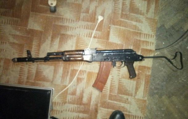 В Полтаве мужчина устроил стрельбу из автомата Калашникова