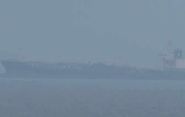 Біля берегів Німеччини сів на мілину танкер з небезпечним вантажем