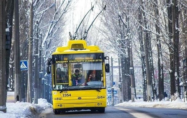 В Киеве из-за снегопада транспорт отклонился от графика