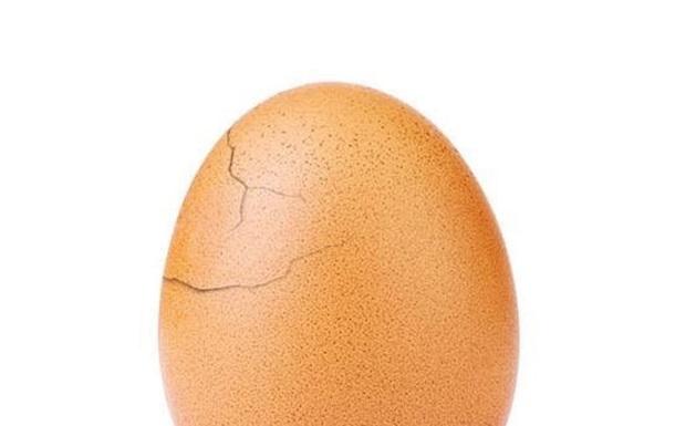 Instagram-яйцо трескается, набирая миллионы лайков