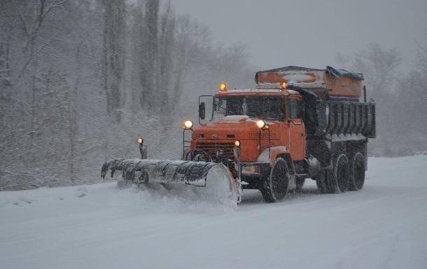 Снегопад в Украине: Кропивницкий закрыли для грузовиков
