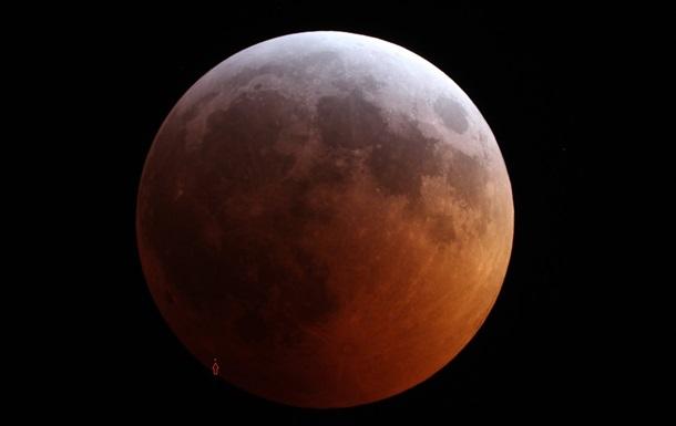Метеорит упал на Луну во время затмения