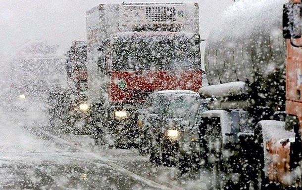 Поліція: У Київській області колапс через снігопад