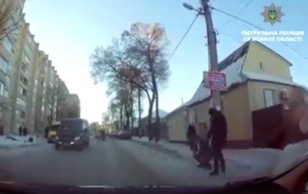 В Сумах убегающий вор упал под колеса авто полиции