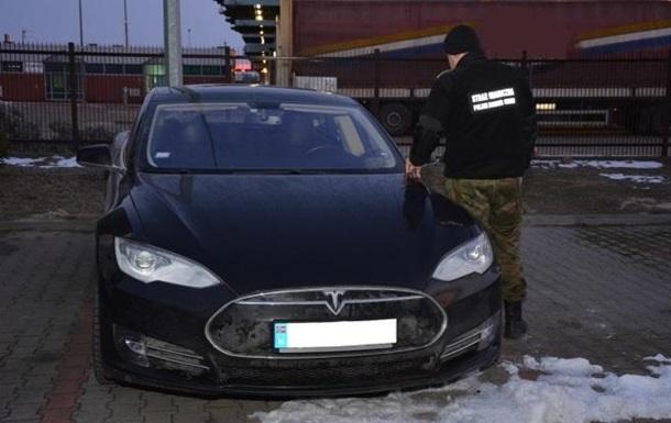 Польські прикордонники затримали українця на викраденій Tesla