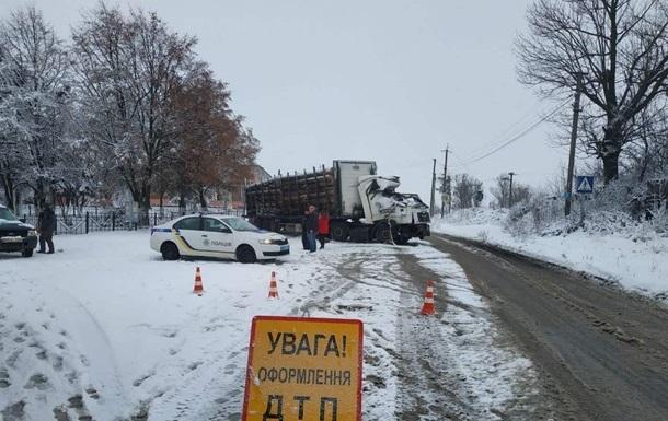 За сутки из-за снегопада случилось почти 1200 ДТП
