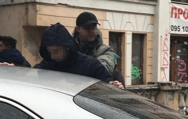 В Запорожье двух сотрудников СБУ задержали на взятке