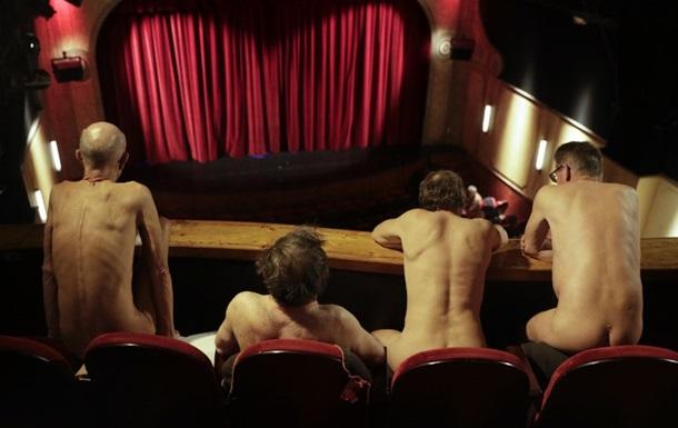 В Париже прошла первая нудистская пьеса